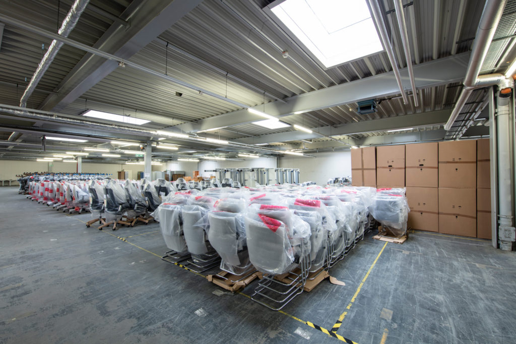 Büromöbel Lager von Fischer Logistik
